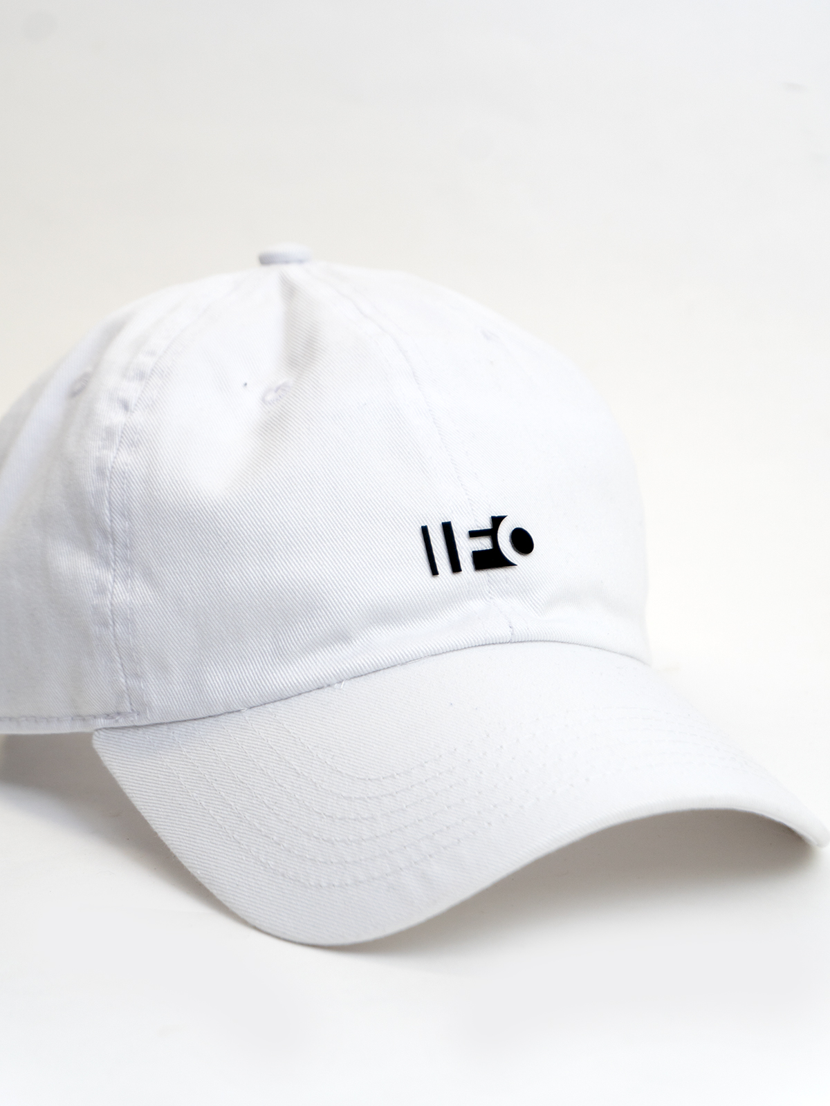 CUTOUT-LOGO-CHINO-HAT_White_shop04